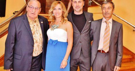 Организаторите на церемонията - Патриция Кирилова и Дончо Георгиев, посрещат гостите Димитър Пенев и Пламен Марков